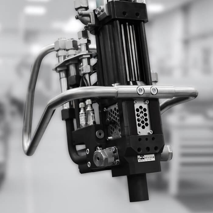 Máquinas dosificadoras de alta presión compactas para un amplio rango de aplicaciones